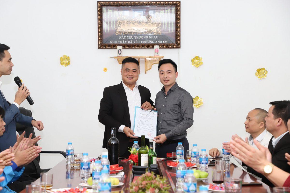 Trao quyết định bổ nhiệm Ông Nguyễn Văn Đại giữ chức vụ Giám đốc Nghiên cứu Sản phẩm phát triển